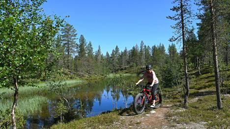 Saariselän ympäristöstä löytyy monen mittaisia ja tasoisia maastopyöräilyreittejä.