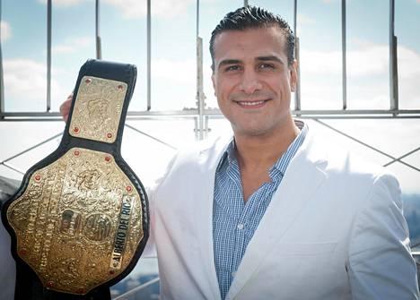 Del Rio esitteli WWE-mestaruusvyötä New Yorkissa vuonna 2013.