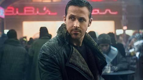 Ryan Gosling näyttelee Blade Runner 2049:n pääosassa poliisia, joka pääsee replikantteja eli keinoihmisiä koskevan salaisuuden jäljille.