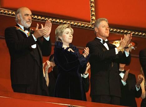 Hillary Clintonin negatiivinen julkisuuskuva alkoi rakentua jo miehensä Bill Clintonin presidenttiyden aikana.