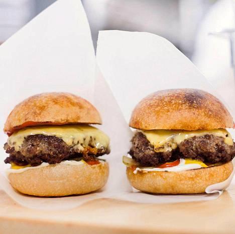 Turusta lukijat suosittelevat Linna Burgers and Coffeen hampurilaisia.