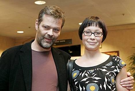Roman Schatzin ja Sanna menivät kihloihin.