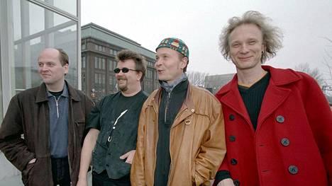 Ismo Alanko (oik. ), Jussi Kinnunen, Harri Kinnunen ja Reijo Heiskanen palaavat yhdessä lavalle.