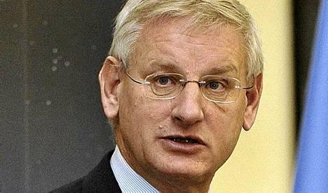 Wikileaks uhkaa paljastaa Carl Bildtin amerikkalaisten tietolähteeksi.