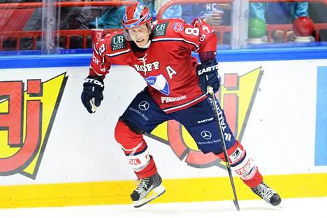 Tony Salmelainen pelasi uransa viimeisen ottelun syksyllä 2013 HIFK:n riveissä, raskaasti toipilaana.