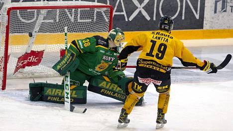 Jaakko Lantta teki rangaistuslaukauksella maalin Ilveksen maalivahdin Eetu Mäkiniemen selän taakse.