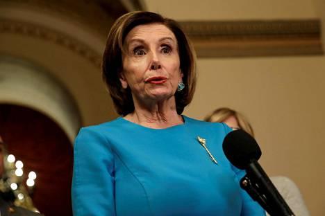 Nancy Pelosi tiedotustilaisuudessaan viime viikolla.