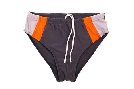 """Perinteiset miesten uimahousut ovat saaneet etenkin nuorison keskuudessa lempinimen """"munauikkarit""""."""