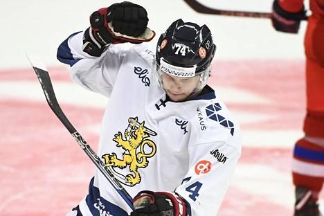 Antti Suomela tuulettaa eilen Tshekin verkkoon tekemäänsä 2–0-maalia.