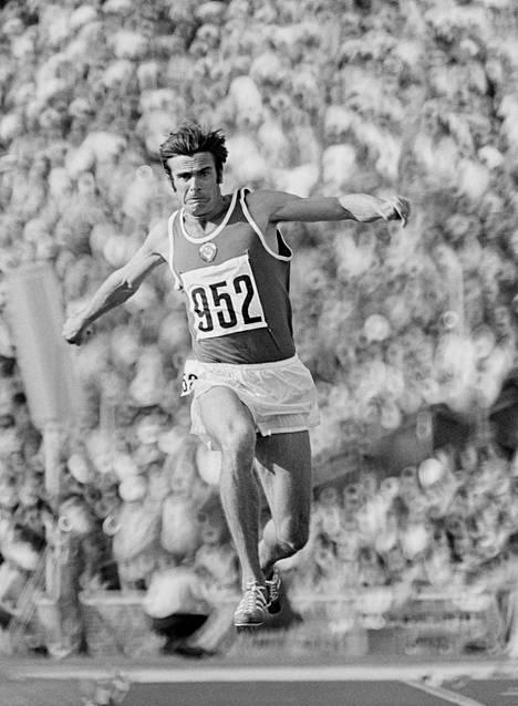 Sanejev loikki toisen olympiakultansa Münchenissä vuonna 1972.