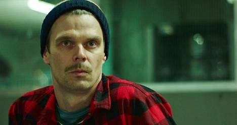 Aku Louhimiehen Viaplaylle ohjaamassa, kansainvälisessä tv-sarjassa Andrei Alén näyttelee brittiläistä herrasmiestä.
