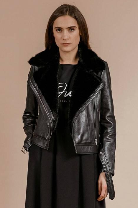 Kotimaisen Andiatan takki on lampaannahkaa ja tekoturkista, 649 €.