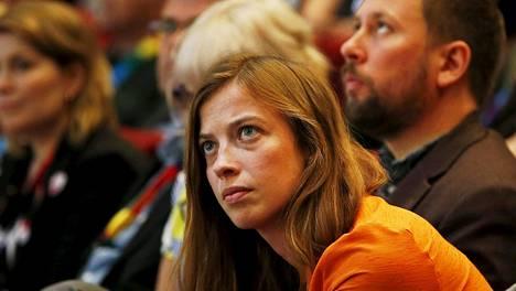 Li Andersson sanoo, että vasemmiston esityksessä kokeilu koskisi vain kuukausipalkkaisia työntekijöitä.