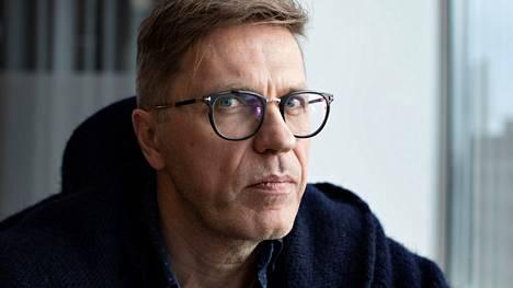 Jari Sarasvuo vierailee Tuomas Enbusken podcastissa.