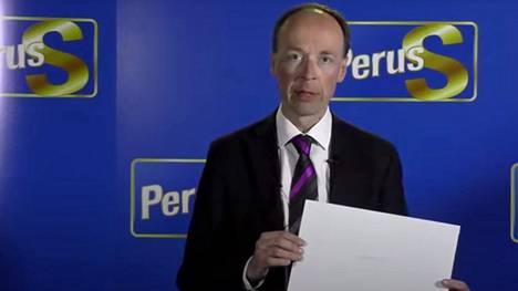Jussi Halla-aho ilmoitti luopuvansa perussuomalaisten puheenjohtajuudesta maanantaina. Kuva on otettu tiedotustilaisuudessa Helsingissä tiistaina 15. kesäkuuta.
