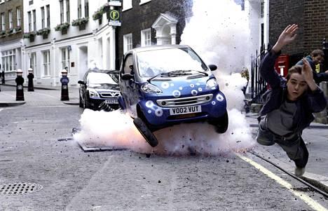Agentti Cody Banks 2 – päämääränä Lontoo on täysiverinen toimintajysäys.