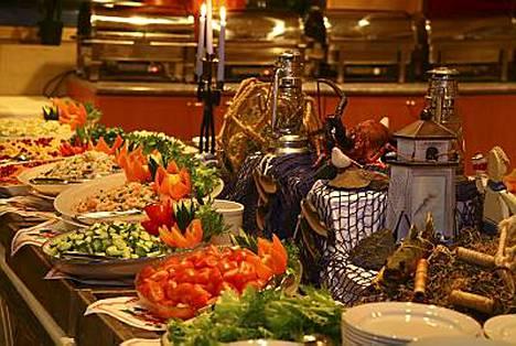 Illallisbuffetissa voi sammuttaa nälkänsä ja janonsa avaamatta kukkaroaan.