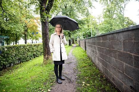 Hannele Korhonen painottaa, että ilmastonmuutosta eivät ratkaise yksilöt, vaan poliittiset päättäjät.