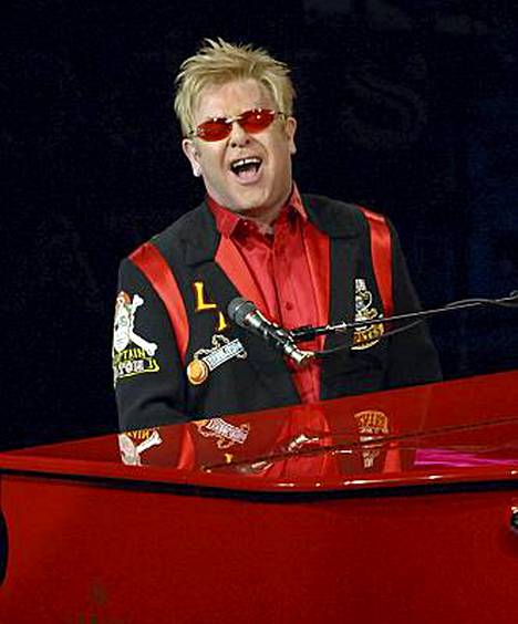 Elton Johnin piti tulla Suomeen jo joulukuussa, mutta keikka peruuntui sairastumisen takia.