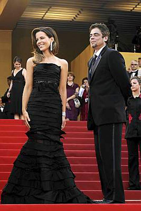 Näyttelijät Kate Beckinsale ja Benicio del Toro kuuluivat ohjaaja Tim Burtonin johtamaan palkintotuomaristoon.