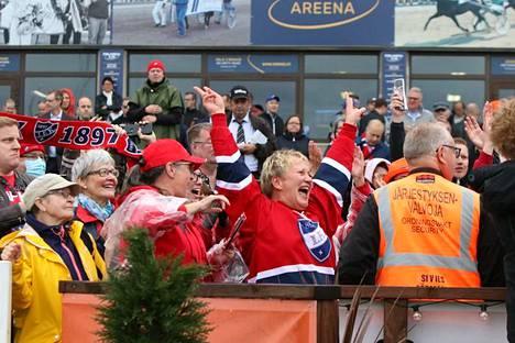 Fanit kannustivat Massia Derby-voittoon viime lauantaina Vermossa.