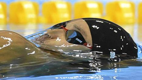 Japanin Ryosuke Irie otti osaa miesten sadan metrin selkäuinnin alkueriin Lontoon olympialaisissa.