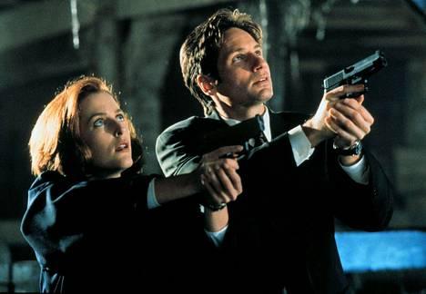 Alkuperäistä Salaiset kansiot -sarjaa tehtiin yhdeksän kautta. Sarjasta on tehty myös kaksi elokuvaa.