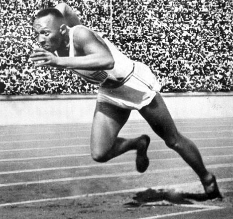 Amerikassa kaikki on isoa: olympiahistorian jättiläisiin kuuluvan Jesse Owensin perikunta on ansainnut noin kaksi miljoonaa euroa myymällä kaksi neljästä olympiakultamitalista.