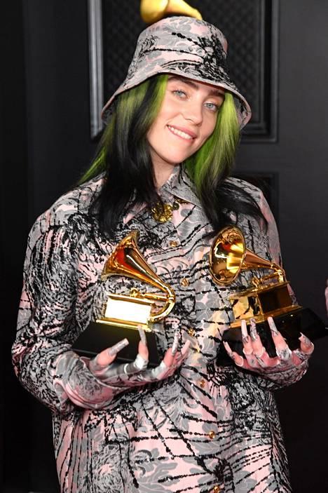 Billie Eilish vuoden 2021 Grammy-gaalassa.