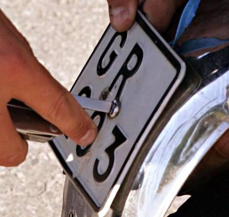 Nopeissa rekisteröidyissä polkupyörissä käytettävä kilpi on vastaava kuin mopoissa.