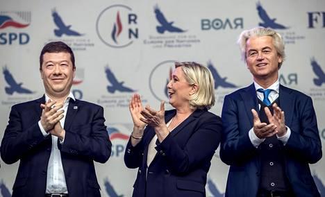 Okamura, Le Pen ja Wilders Prahassa 25. huhtikuuta.
