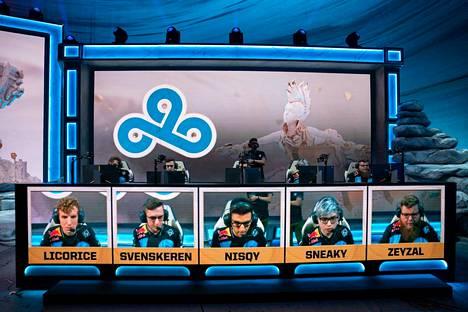 Cloud9:n pelit loka-marraskuussa pelatuissa Worlds-kisoissa päättyivät lohkovaiheeseen.