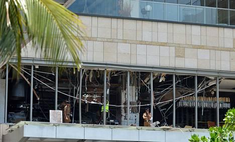 Pommi-iskun jälkiä Shangri-La-hotellissa.