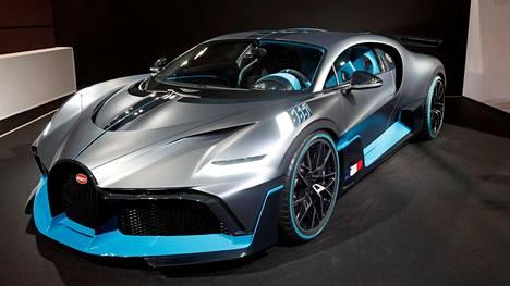 Bugatti Divo maksaa kaksi kertaa enemmän kuin Chiron, josta se on kehitetty. Toisin sanoen hinta on viisi miljoonaa euroa – ennen veroja. Kaikki 40 valmistettavaa Divoa on jo myyty.