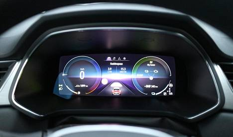 Mittariston värinäyttö kertoo muun muassa hybridijärjestelmän kulloisestakin toimintatilasta.