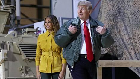 Donald ja Melania Trump saapuivat yllätysvierailulle Irakiin.