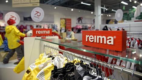 Arkistokuva vaatevalmistaja Reiman outlet-myymälästä Vantaalla.