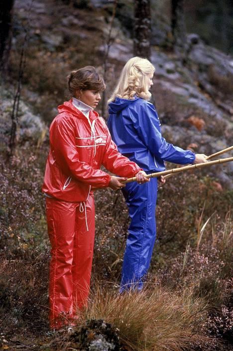 Miss Suomi 1979 Päivi Uitto ja perintöprinsessa Käte Nyberg ajanmukaisissa vaatteissa.