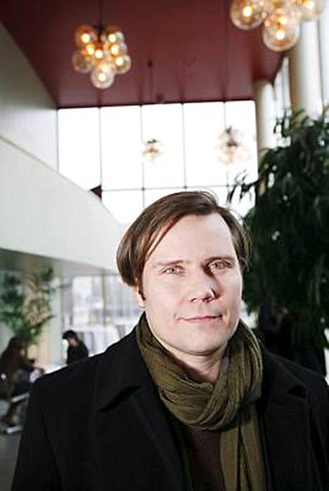 Tuomas Kantelinen Suden vuosi -elokuvan ensi-illassa vuosi sitten.