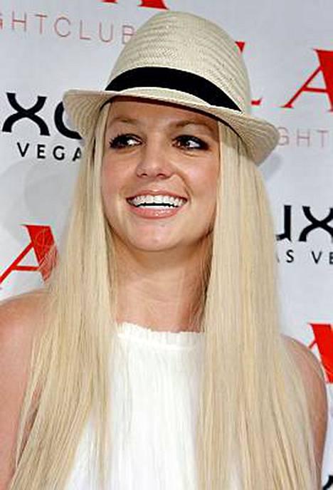 Britney Spearsin väitetään olevan väkivaltainen.