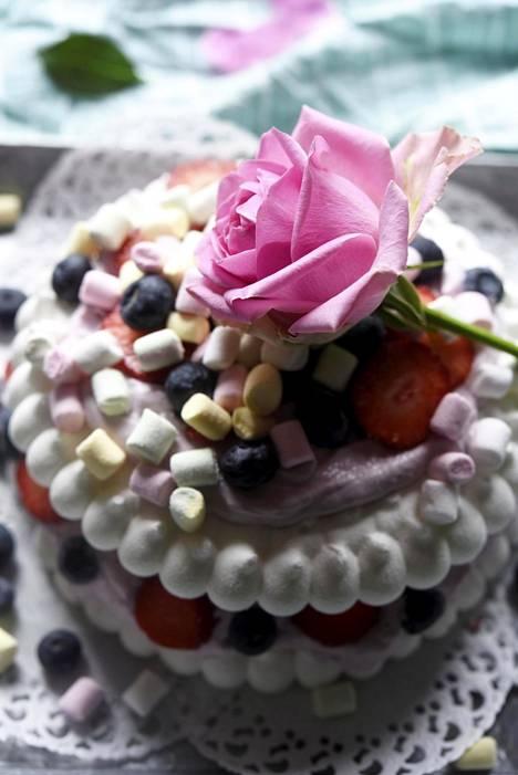 Valmiista marenkipohjasta saa nopeasti valmiin kakun.