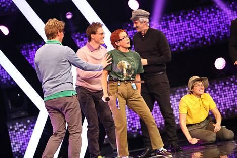 Iina Kuustosen esittämä Tove Hansson kumppaneineen innostui jaksossa yleisön joukkoon hytkyttämään.
