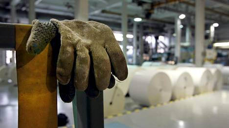 Lakossa olevat paperityöntekijät neuvottelivat aikanaan itsensä palkansaajien parhaimmistoon, johon he kuuluvat edelleen.