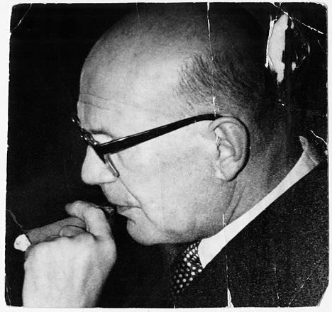 Pitkäaikainen presidentti Urho Kekkonen teki erittäin merkittävän urheilujohtajan uran, mutta hänen puheenjohtajakautensa aikana 1937–1946 ei voitu järjestää yksiäkään olympiakisoja.