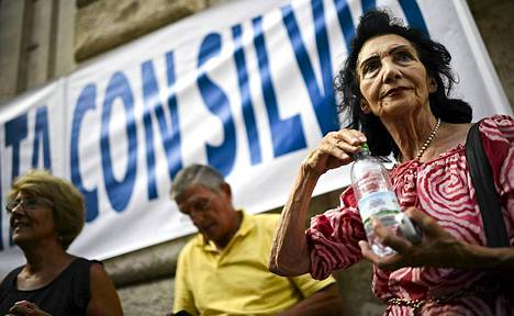 Berlusconin PDL-puolue on mukana koalitiohallituksessa, ja hänen tuomionsa on pelätty ajavan Italian poliittiseen kriisiin.