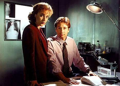 Gillian Anderson ja David Duchovny tulivat tutuiksi Salaiset -kansion -sarjan tähtinä.