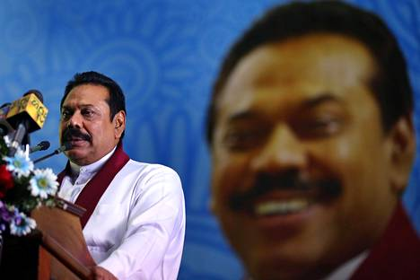 Sri Lankan entinen presidentti Mahinda Rajapaksa otti takkiinsa myös eilen järjestetyissä parlamenttivaaleissa.