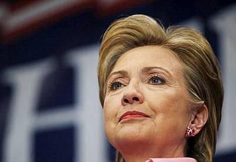 Hillary Clinton ei tullut toimeen kahviautomaatin kanssa.