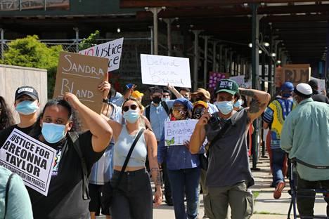 Vaalien alla on nähty myös levottomuuksia ja mielenosoituksia. IS seurasi mielenilmausta New Jerseyssa kesäkuussa.