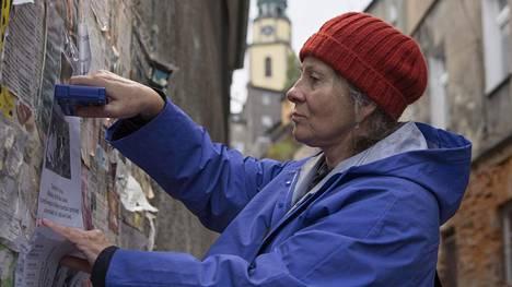 Agnieszka Mandat tulkitsee verevästi Jäljet-elokuvan päähenkilöä.